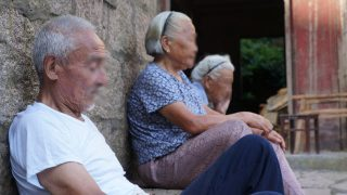 Ältere Christen gezwungen, ihrem Glauben abzuschwören