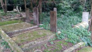 Friedhof zerstört, Unterdrückung, gewaltsamen Festnahmen