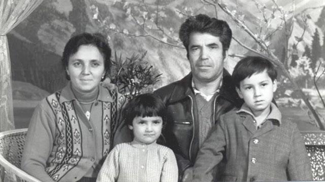 Chanisheff (links) und ihr Ehemann Latif zusammen mit den beiden Kindern