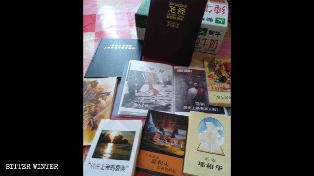 Einige Bücher der koreanischen Zeugen Jehovas