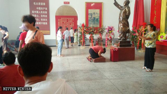 Die Kultstätte in einer Mao-Zedong-Gedenkhalle im Stadtteil Liangyuan in Shangqiu