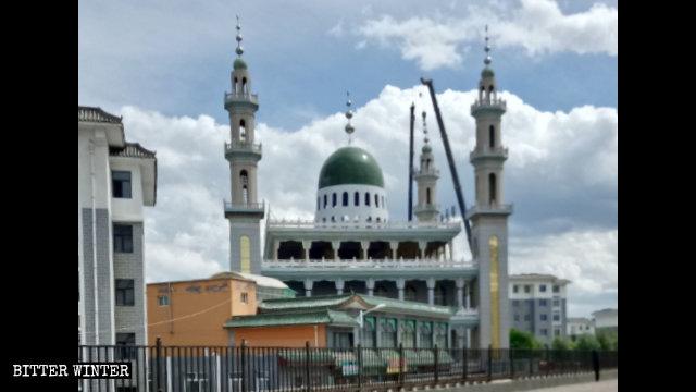 Die islamischen Symbole wurden von der Großen Moschee entfernt.