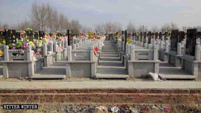 Friedhof, auf dem sich Katholiken versammelten