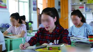 """Kinder aus Xinjiang zur """"Sinisierung"""" in Schulen ins Kernland geschickt"""